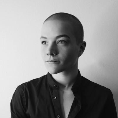Zoe Lohmann Headshot